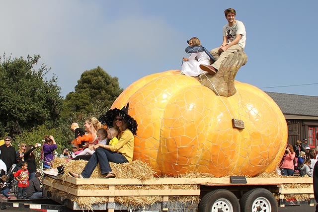 Parade with Worlds Largest Pumpkin